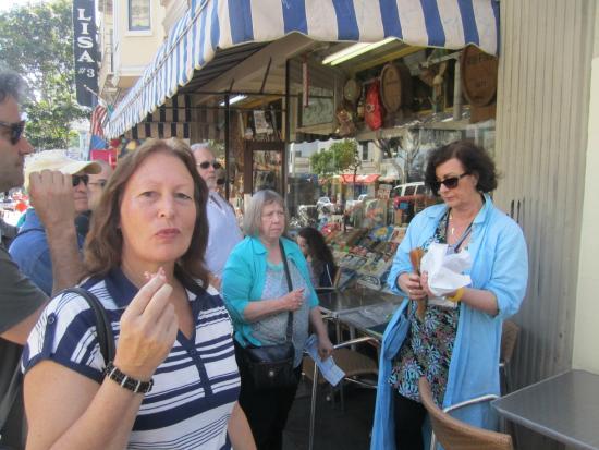 Discover Walks - San Francisco Walking Tours : Di & tour leader Barbara