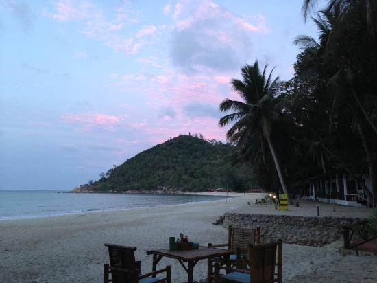 Smile Bungalow : Sunset view of the beach from Smile