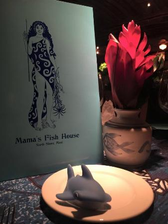 Paia, Hawái: Mamas fish house with one of my kids toys