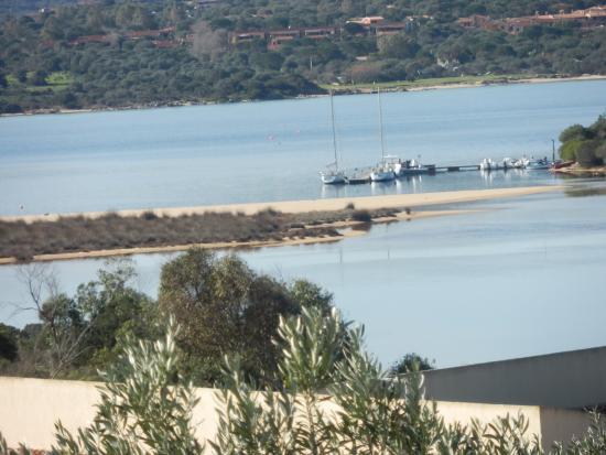 AHR Costa Serena Village: Vista dal terrazzo con la laguna e la spiaggia