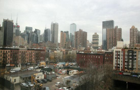 zimmeraussicht blick auf die hochh user foto di skyline hotel new york city tripadvisor. Black Bedroom Furniture Sets. Home Design Ideas