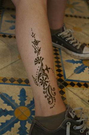 Au Petit Bonhomme La Chance: Tatouage henné en 5 minutes