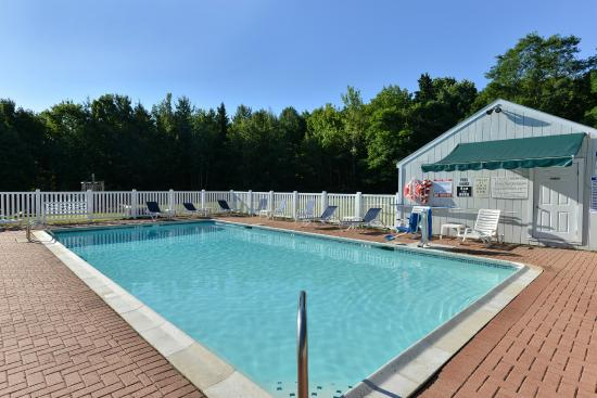 Acadia Inn : Outdoor Pool