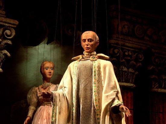 Marionetten Theater Schloss Schoenbrunn : Sarastro und Pamina aus DIE ZAUBERFLÖTE