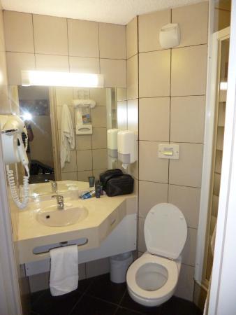 Kyriad Caen Sud - IFS: Bathroom
