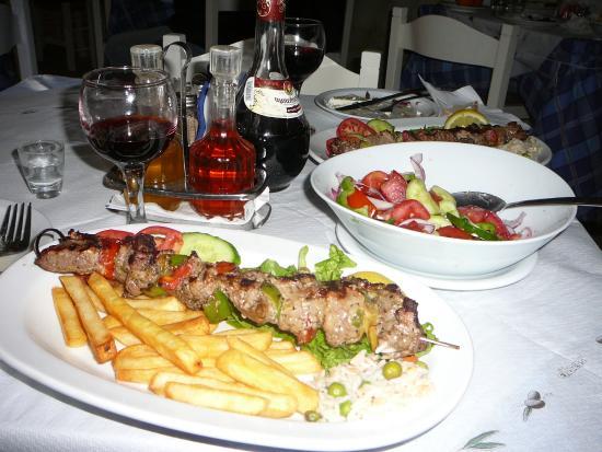 Hotel Atlantida Mare: Nydelig souvlaki Maria lager..