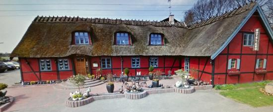 Gerlev Kro: bilde fra utsiden av kroa, resturangen ligger i dette bygget