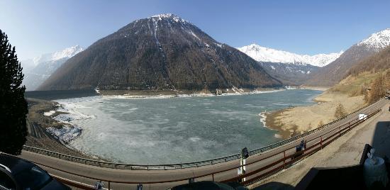 Hotel Vernagt Am See: Vernagt am See. Aussicht vor dem Hotel