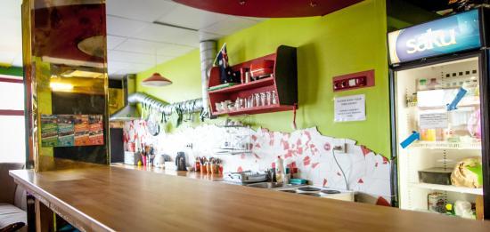 Red Emperor Bar and Hostel: Kitchen