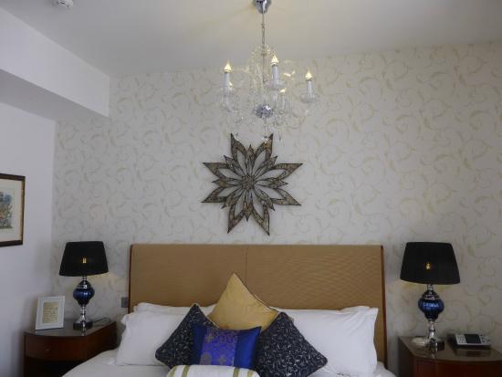 Pembroke Hotel: Chandelier