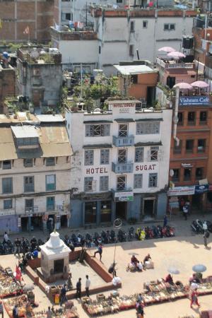 Hotel Sugat: Pohled na hotel z protější věže