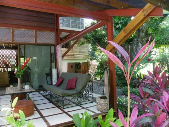 La Casa del Mango: The roofed patio is a relaxing place to be
