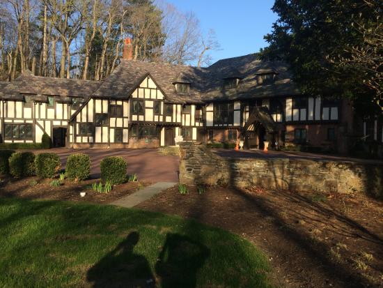 The Club at Hillbrook : Summer day at the mansion