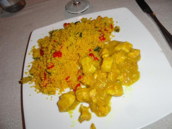 Sarria de Ter, สเปน: Cuscús con verduritas y pollo al curry, uno de los mejores cuscús que he comido
