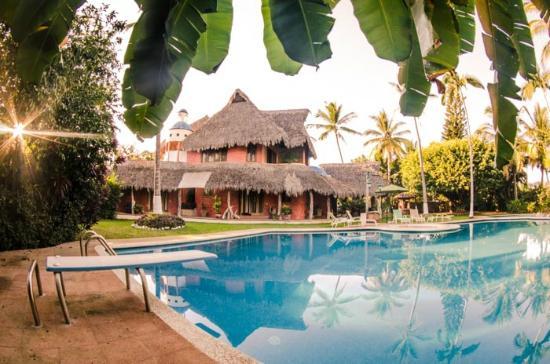 Villa Magnolia B&B: Alberca con trampolín