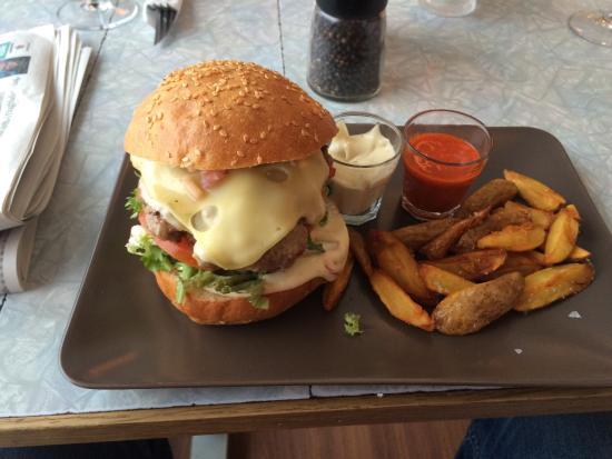 Ramp pub & spiseri: Burger på Ramp
