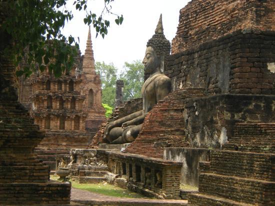Le site - Picture of Wat Mahathat, Sukhothai - TripAdvisor