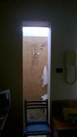 Hotel Terme Belvedere: bagno mignon?