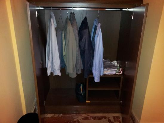 Miravalle Hotel: Poche grucce negli armadi