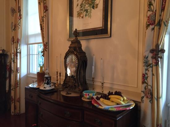 15 Church Street Bed & Breakfast - Phillips-Yates-Snowden House: Always juice and fruit available with breakfast.