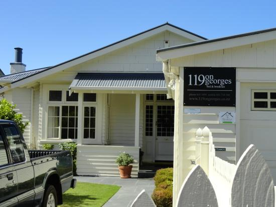 119 on Georges Bed & Breakfast: Nice house, shame about the truck