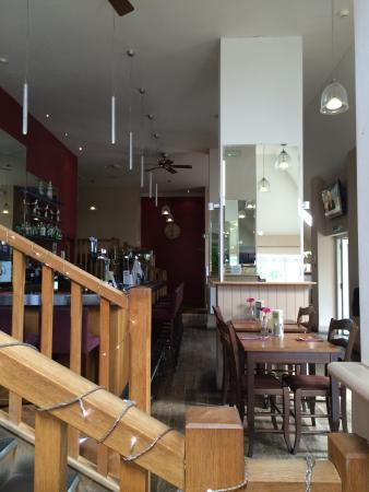 The Lodge at Winchelsea: Restaurant and bar area