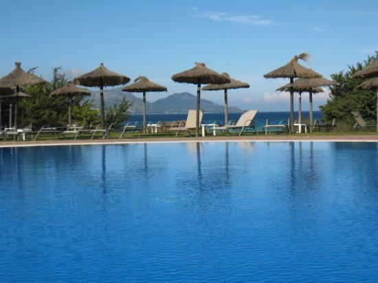 Grupotel Natura Playa : Pool direkt oberhalb des Strands