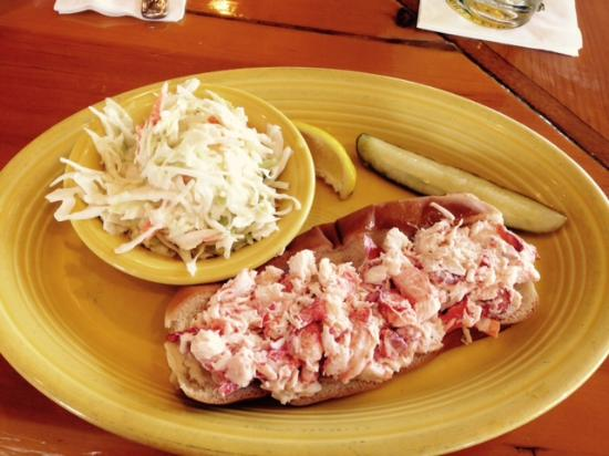 Billy's Chowder House : Billys lobster roll with cole slaw