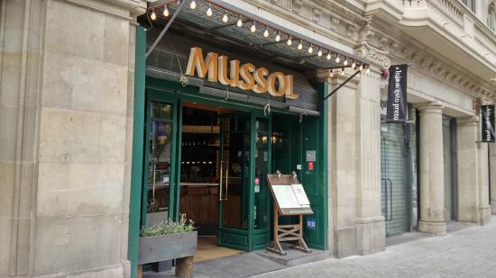 Mussol Diagonal: Entrada del restaurante
