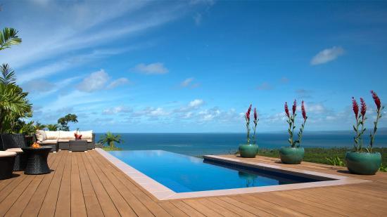 Emaho Sekawa Resort: Infinity Pool