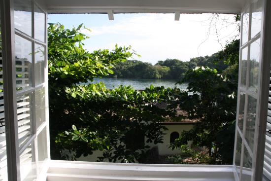 Moon San Villa: Blick durchs Fenster