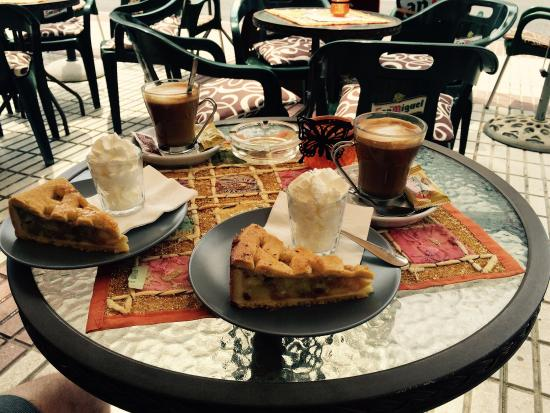 The Ship: Delicious apple pie, cream and coffee