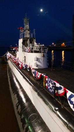 Wisconsin Maritime Museum: Sub by night