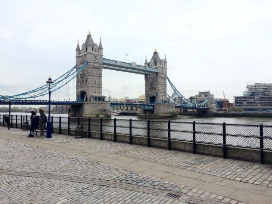 Laurence Summers Tour Guide : Tower Bridge