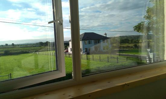 Tom's Hostel Ireland: Private room with garden view