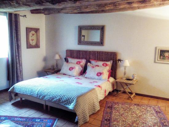 Domaine de la Piale: Grand lit de la chambre
