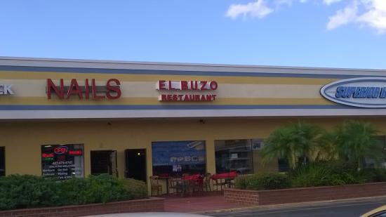 El Buzo Restaurant: Small restaurant