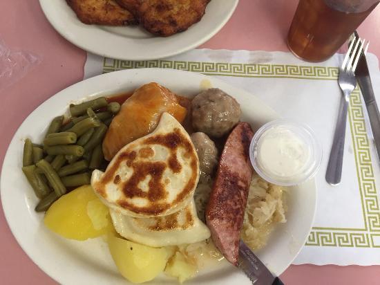 Sabina's Restaurant: Combo plate