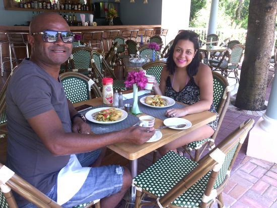 Tropical Lagoon Resort: Mr & Mrs Reid @ breakfast