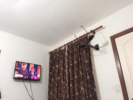 Pousada Espirito do Mar : Tv foi instalada e o suporte da antiga permaneceu