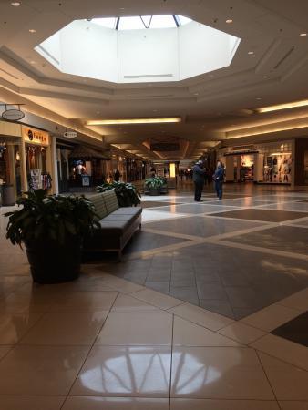 Bellis Fair: Clean mall