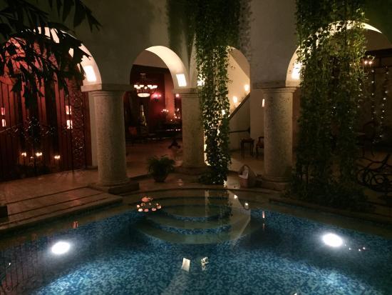 San Pedro Hotel Spa: In the pool feel in roman times