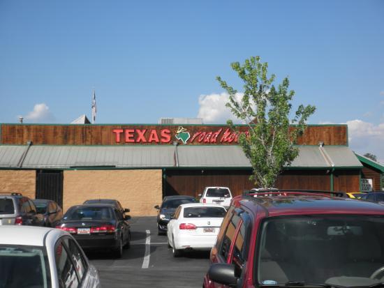 Texas Roadhouse : parking lot