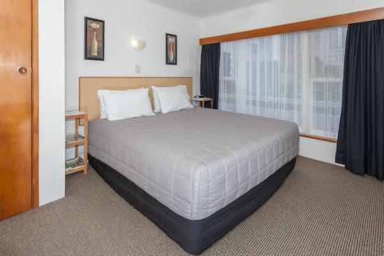 Brookby Motel : One bedroom unit - king bed
