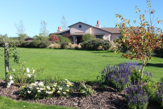 The Summit Lodge: Summit Lodge gardens