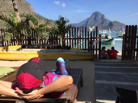 Entalula: Enjoying the beach view