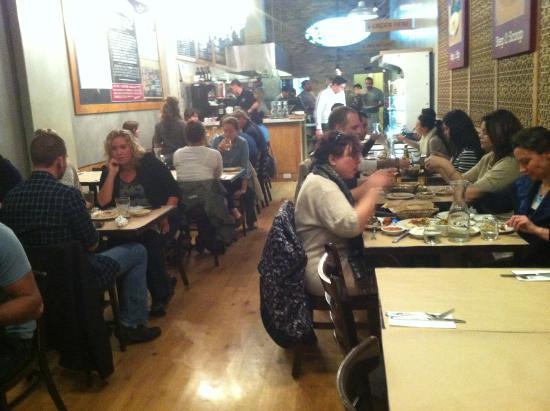 Oren's Hummus Shop: המסעדה מבפנים