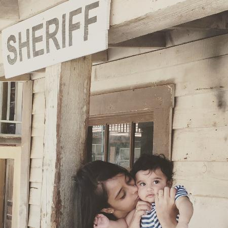 Agoura, كاليفورنيا: My Daughter and Grand Son outside Sheriff Set