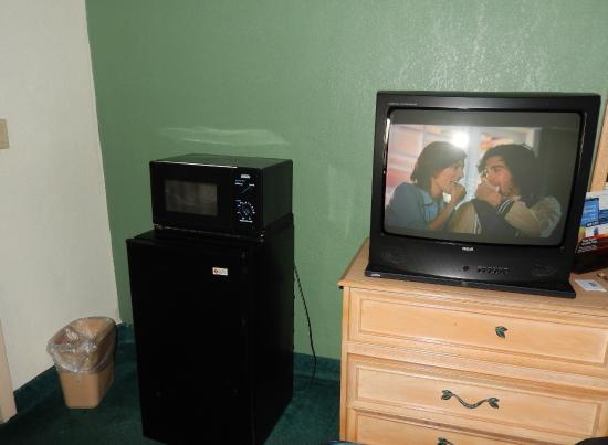 Rodeway Inn: Tv, micro y frigobar