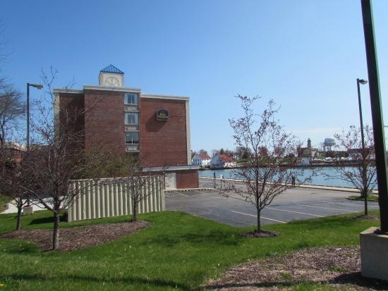 Side of hotel and harbor picture of wyndham garden - Wyndham garden kenosha harborside ...